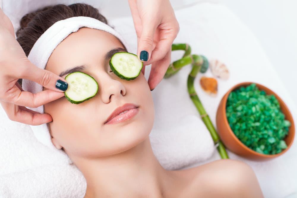 put cucumber on eyes to get rid of sleepy eyes