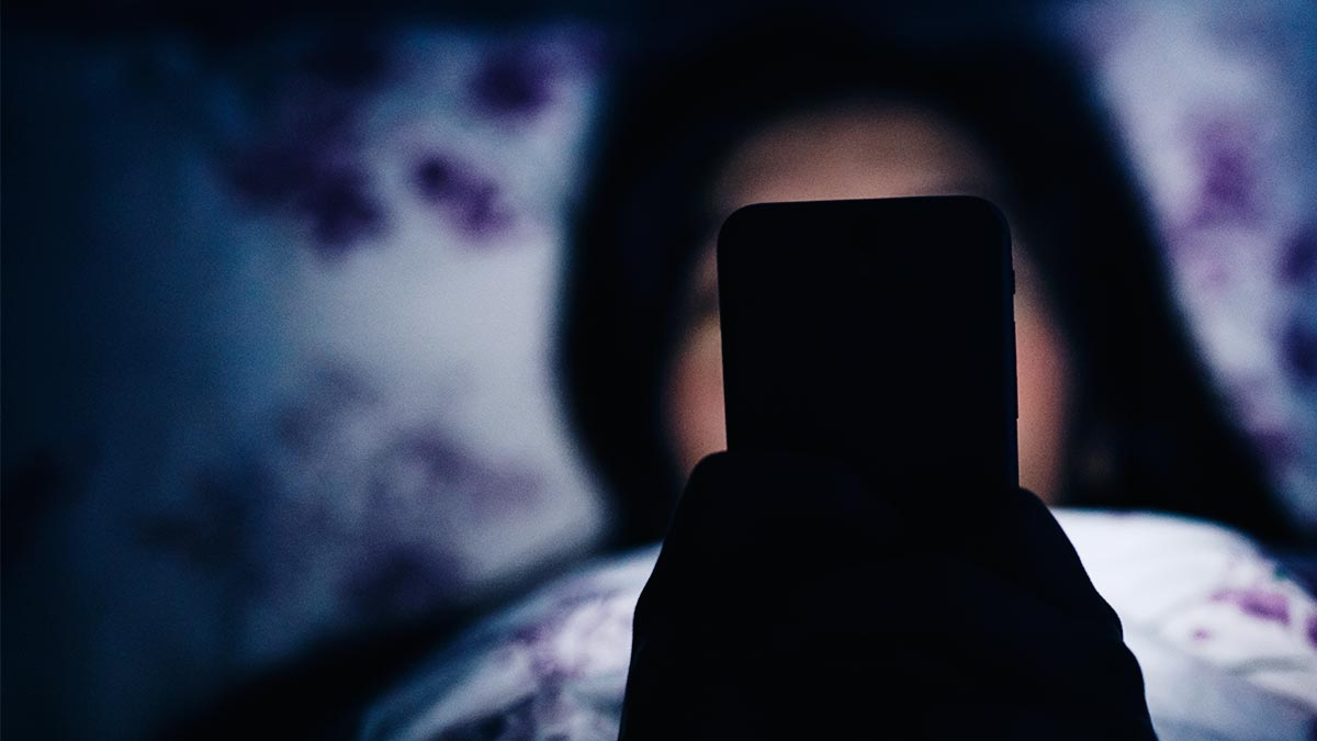 dont use phone at night to get rid of sleepy nights