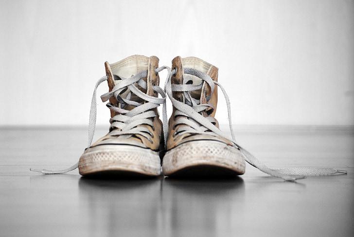 clean white converse shoes 1