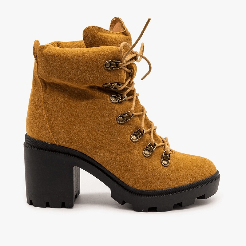 Lug sole boot for fall